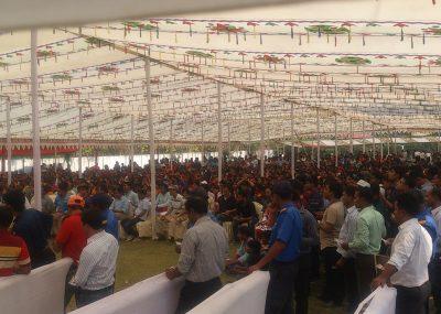 バングラデシュ 従業員集合写真